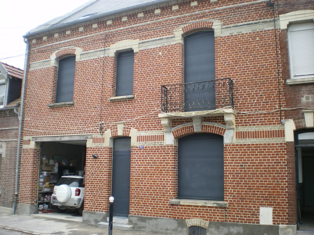 Belle maison de ville r nov e albert 80 for Brique facade maison